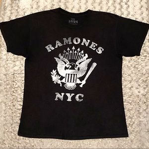 Men's Ramones rocker tee paid $32 Size L good cond